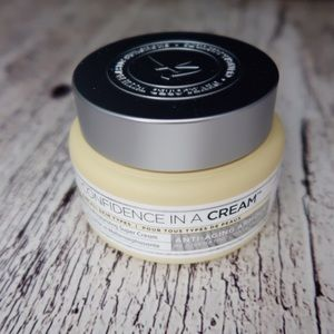 It Cosmetics • Confidence in a Cream